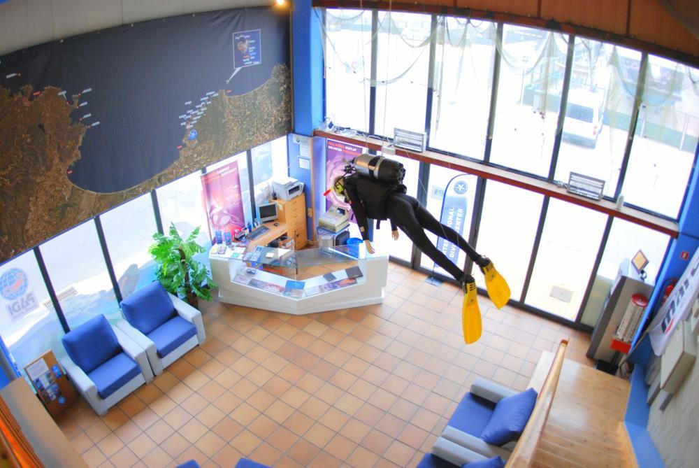International diving center l 39 escala dive shop scuba for The dive shop