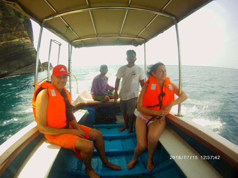Boat to snorkeling site!