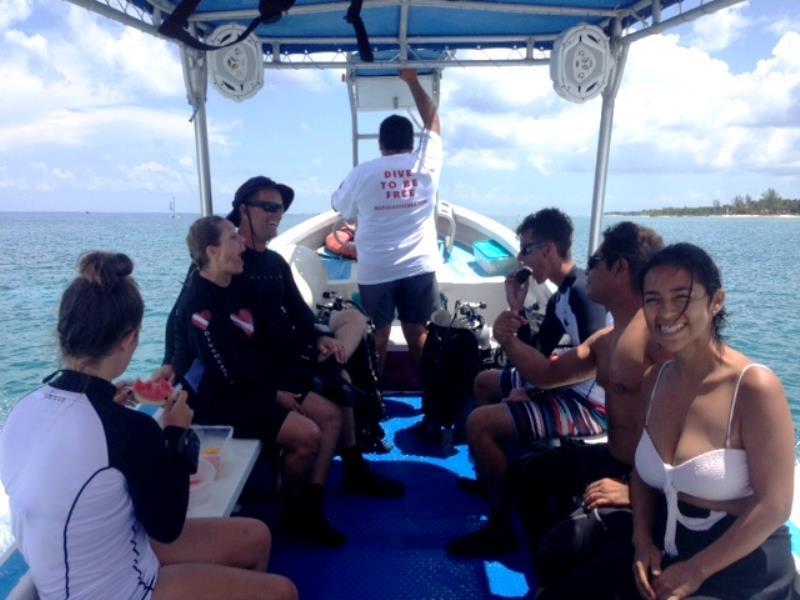 boat-dive-cozumel-maple-leaf-scuba-shop