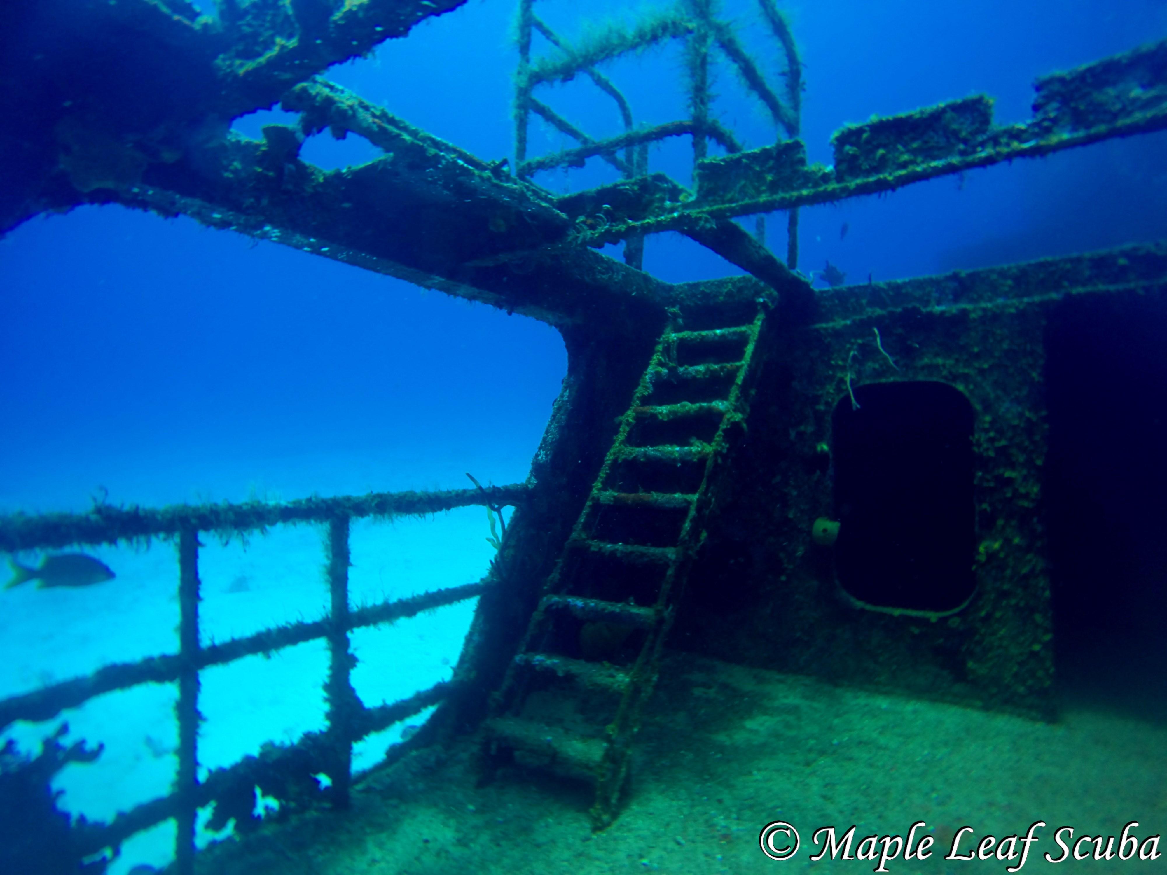 Diving the C53 felipe xicotencatl wreck in Cozumel