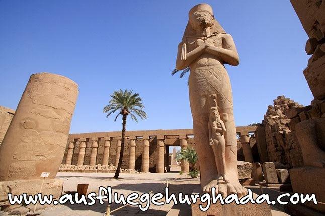 Luxor ist die Hauptstadt vom alten Ägypten. Jeder Platz, jede Ecke in dieser touristisch, kulturellen, wunderschönen Stadt ist Zeuge von der Gröse alten Ägyptens. Der Tempel von Luxor, das Luxor Museum, Karnak Tempel, Tal der Könige, ... - diese Antiquitäten und Schönheiten von Äegypten sind Gründe, warum Reisegruppen und Tagesausflüge nach Luxor kommen.