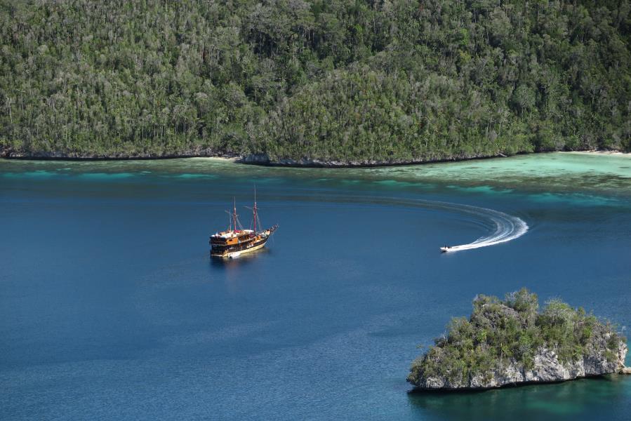 La Galigo vessel from Wayag hill