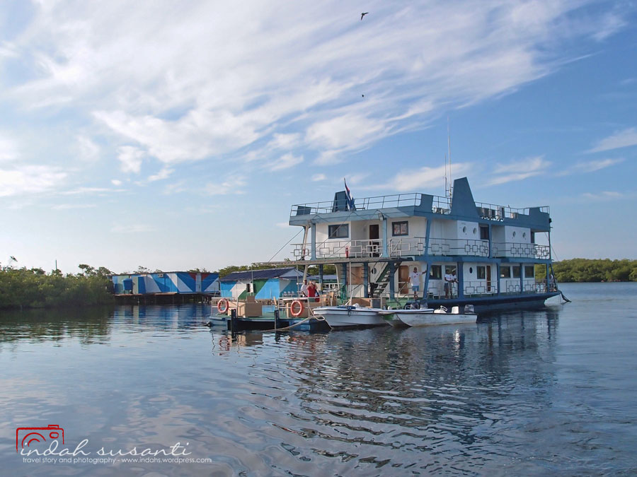 Tortuga, floating cabin for scuba divers in Jardines de la Reina