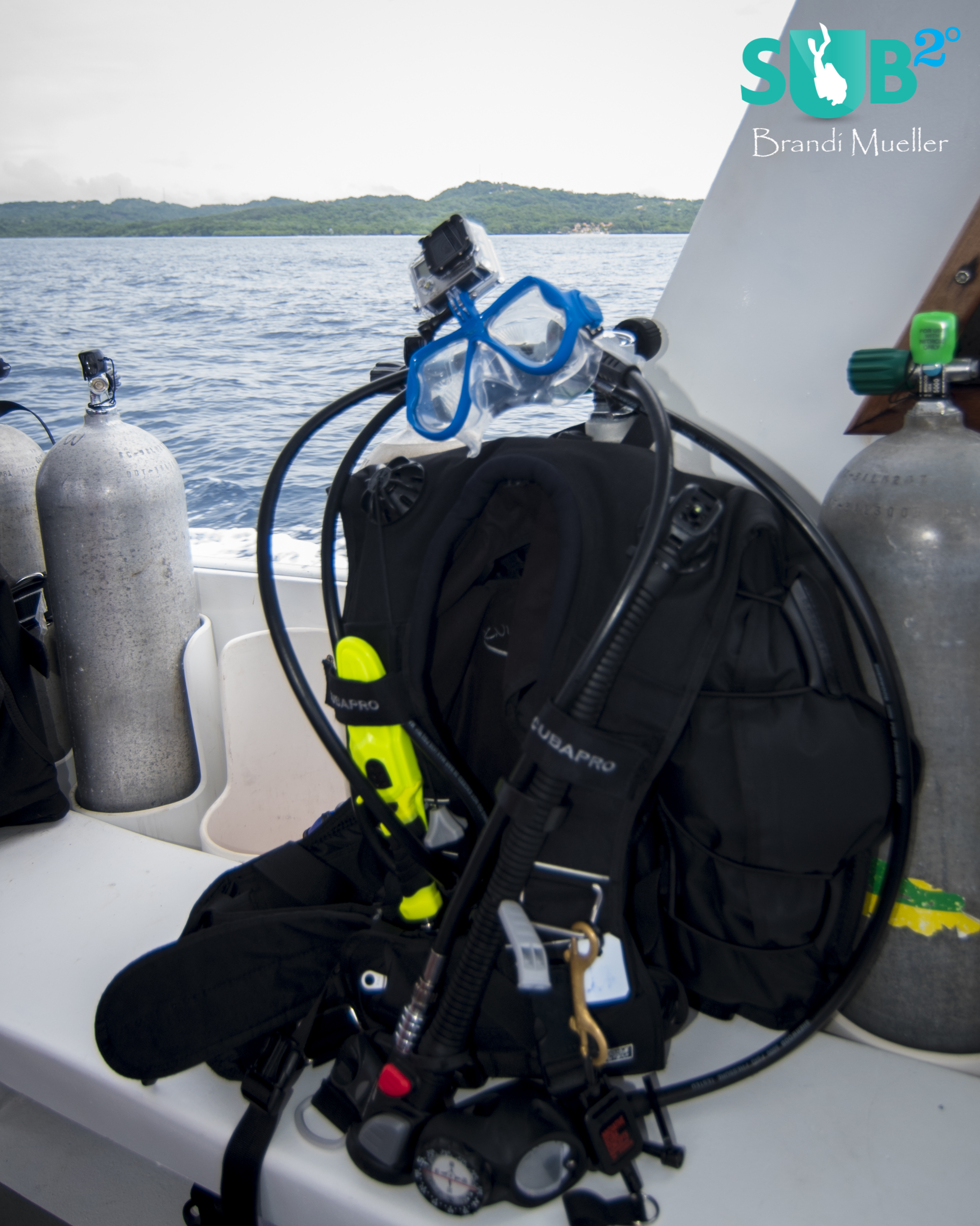 The perfect compliment to any scuba diver's gear kit: Sandmarc's Aqua Mask built to mount a GoPro.