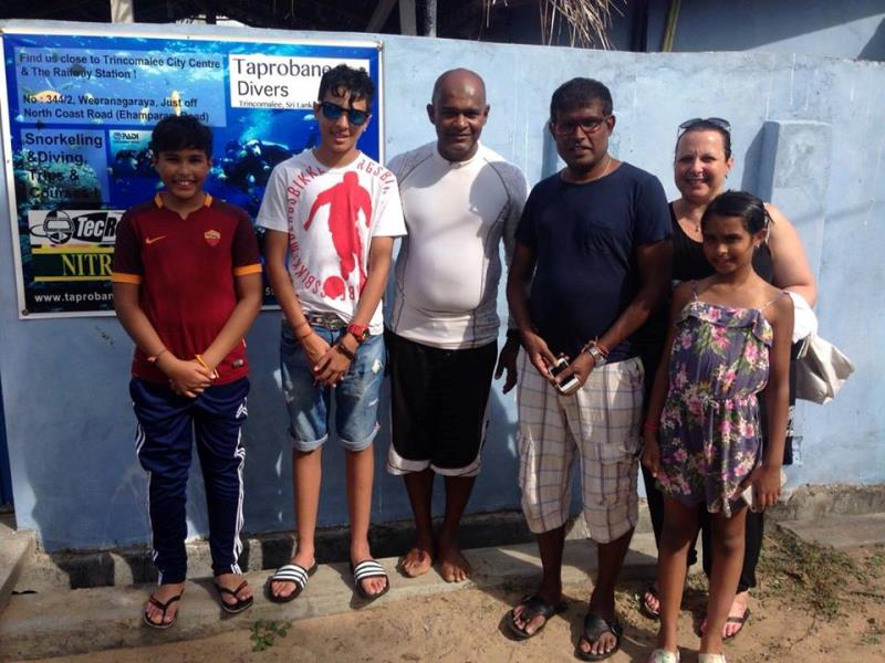 Snorkeling family 2