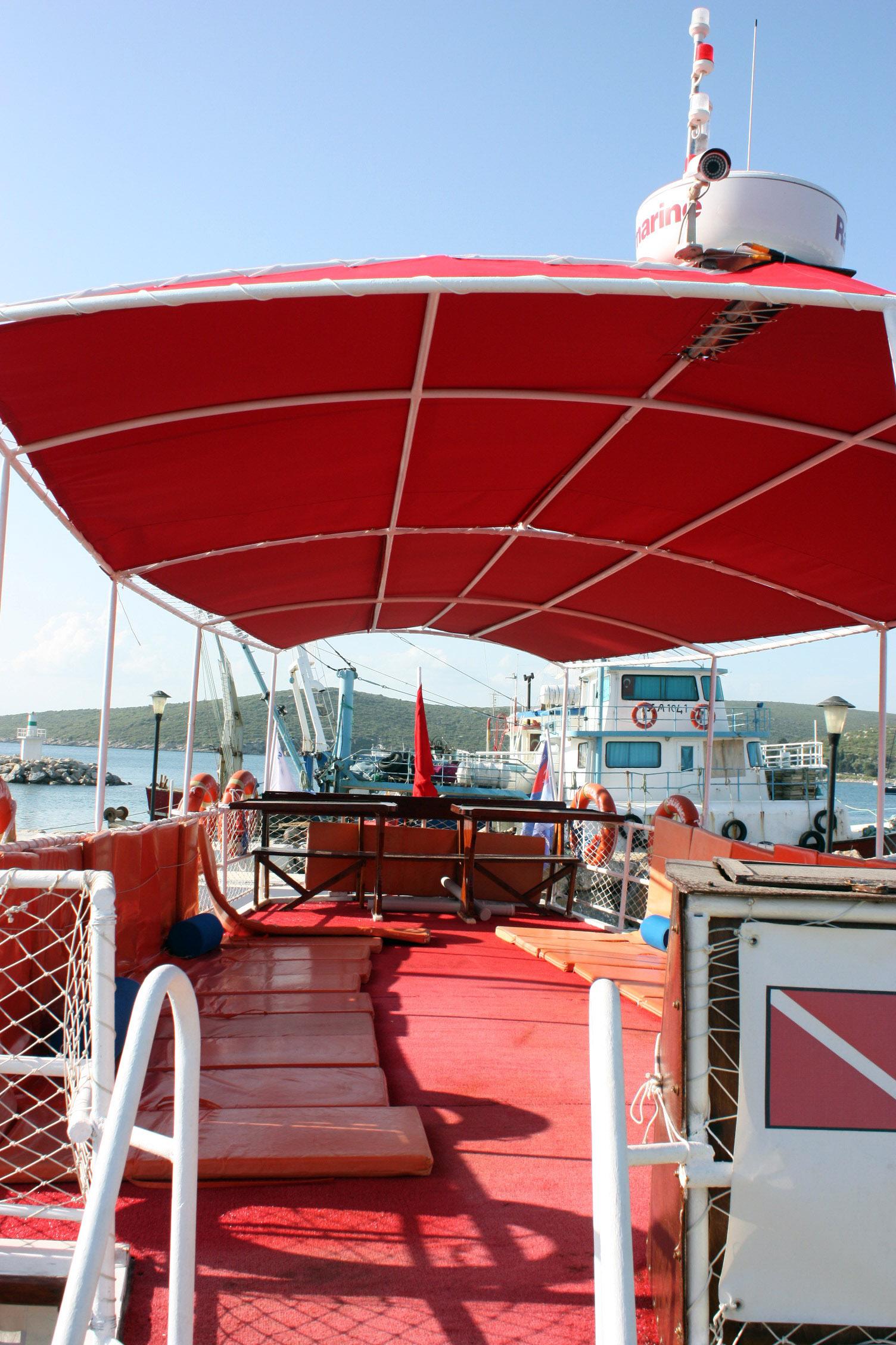 Sığacık balıkçı barınağı Salyangoz teknesi İrtibat: Togan Bayman tel: 530 664 65 22
