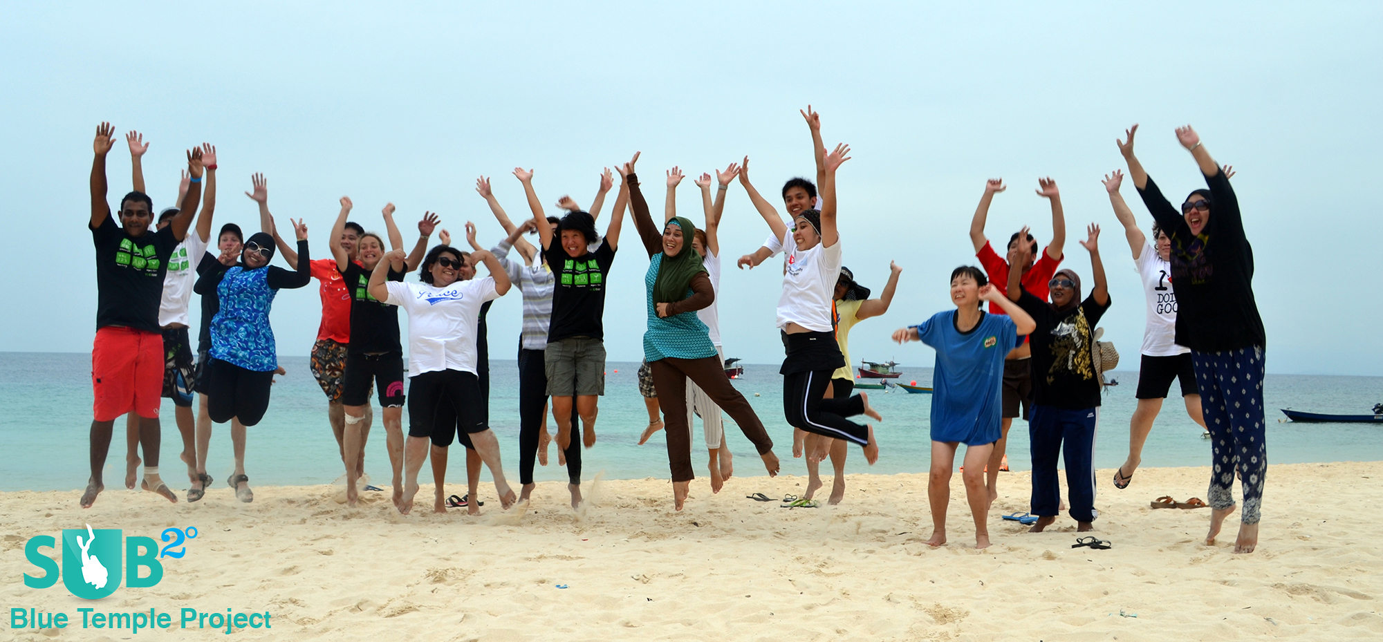 The voluntourists (volunteer-tourists)  of Blue Temple take part in protecting the Perhentian Islands' waters.