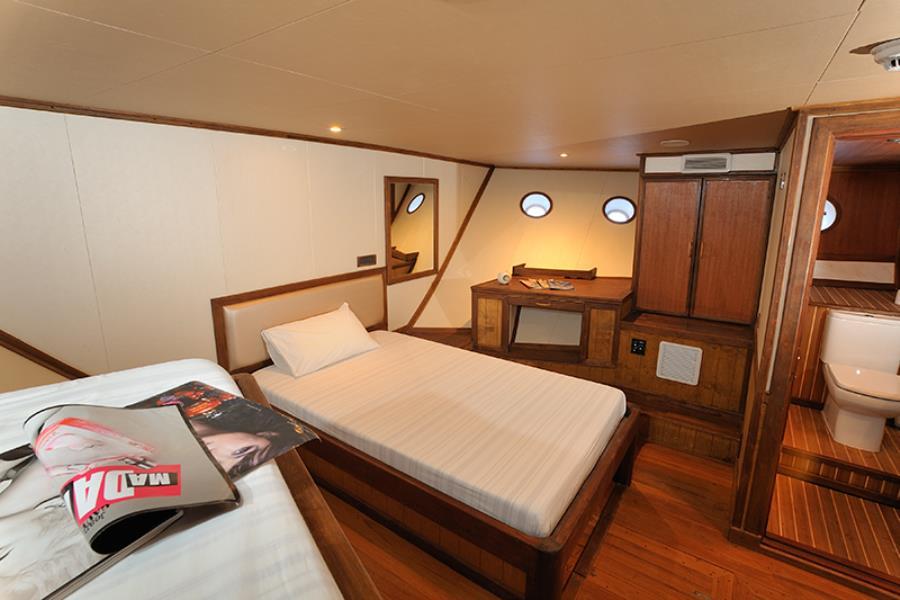 www.cruise-maldives.com boat cabin