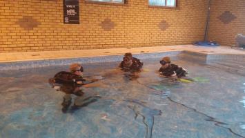 Hollis Explorer PADI discover rebreather course in TAL Scuba Indoor pool