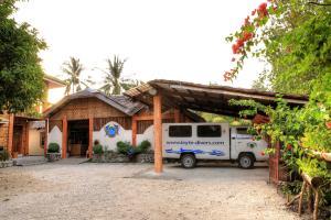 Resort entrance & Parking area