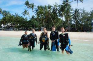 small groups but great fun diving in Boracay