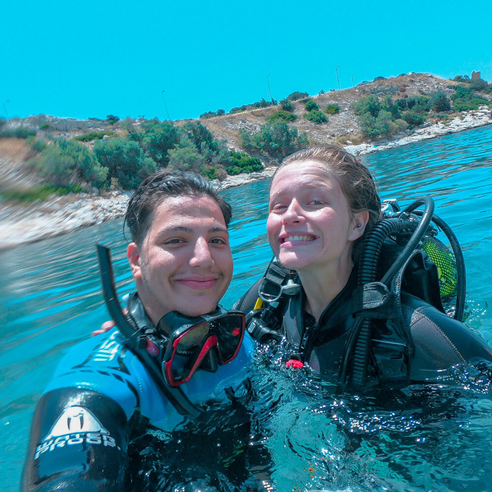 Couples that dive together, stay together.