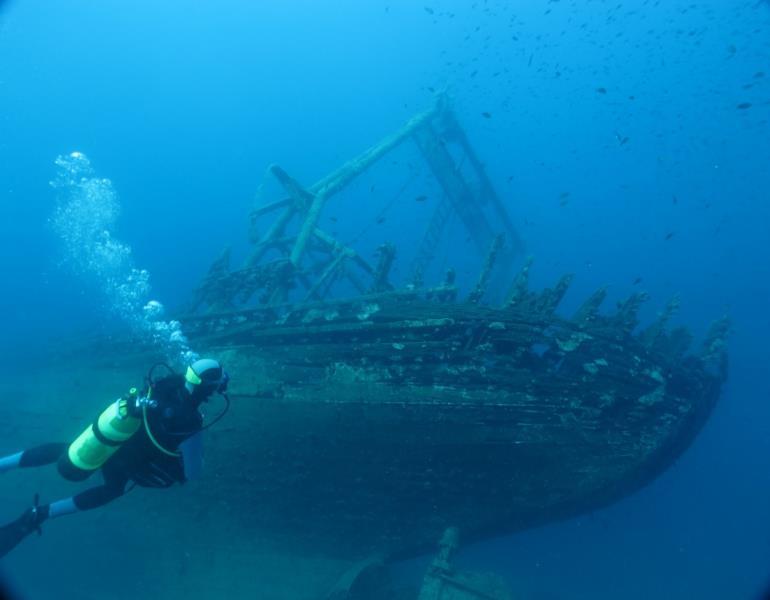 diving_croatia_mediterranean_wreck_divers-1001739.jpg!d