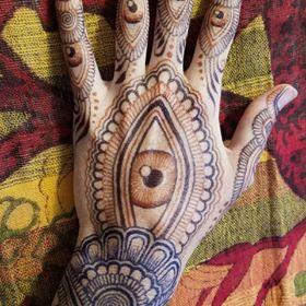 eye-shape-mehndi-fo-back-hand-2-by-@hennajes