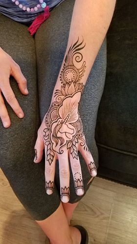 faded-flower-pattern-henna-design-for-hand-by@hennajes