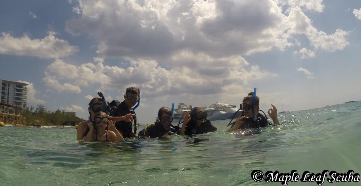family-maple-leaf-scuba-cozumel-mexico-discover-scuba-dive-shop