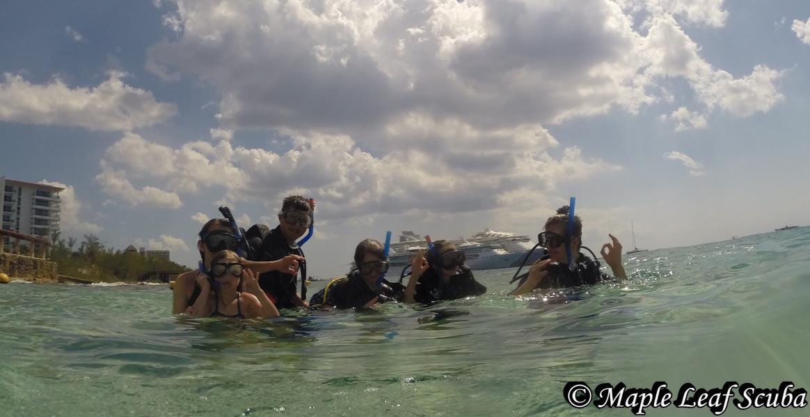 family-maple-leaf-scuba-cozumel-mexico-discover-scuba-dive-shop
