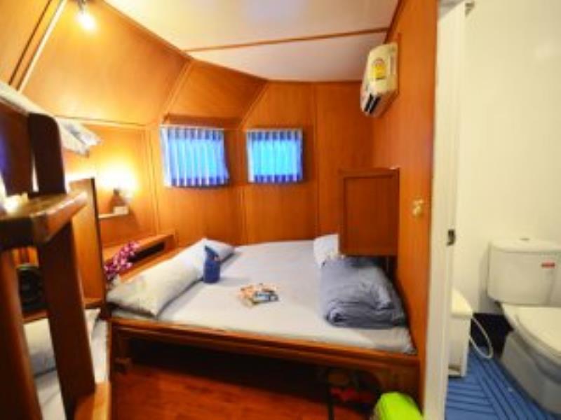 Manta-Queen-3-Master-Bed-Room-Similan-Islands-300x300