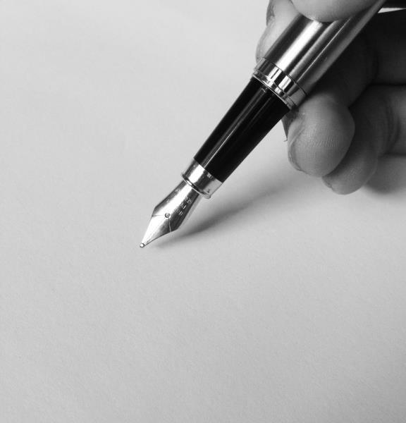 person-holding-fountain-pen-753695