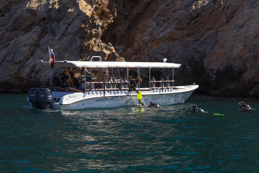 photo dive boat