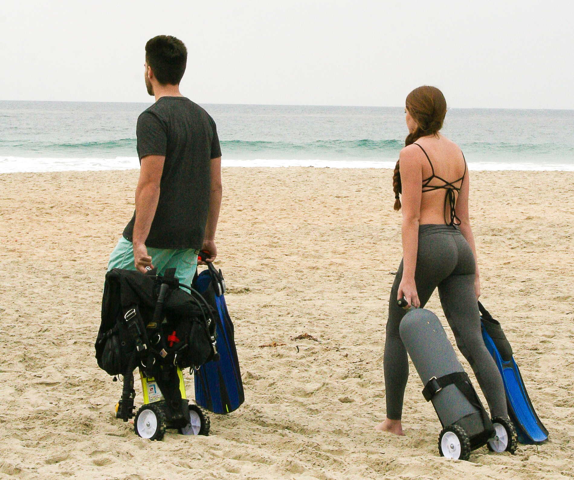 The Tank Trolley can be used in the sand with or without scuba gear attached. There is no other need to use more tank carts or a tank dolly