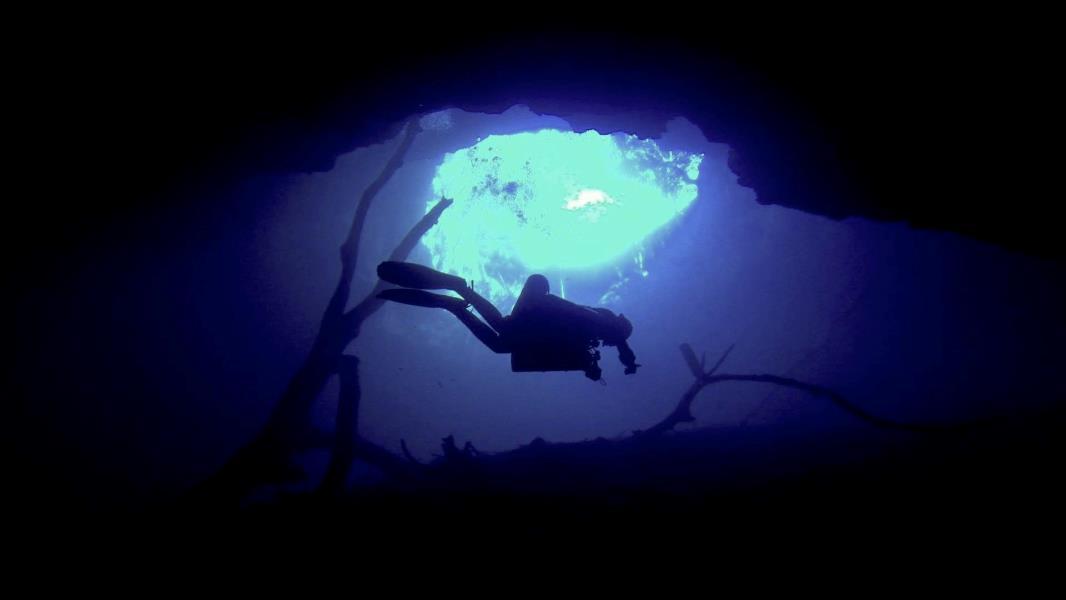 Trimix sidemount cave dive in Yucatan